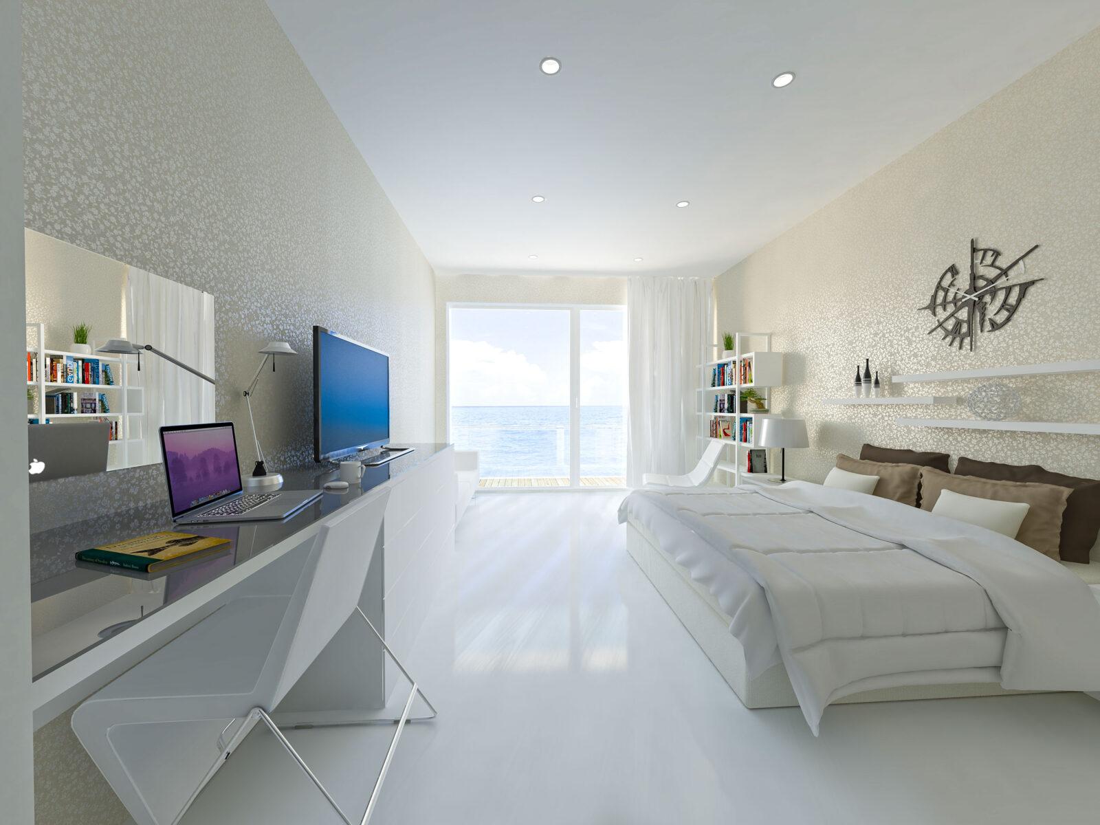 Weißes Hotelzimmer mit Decko